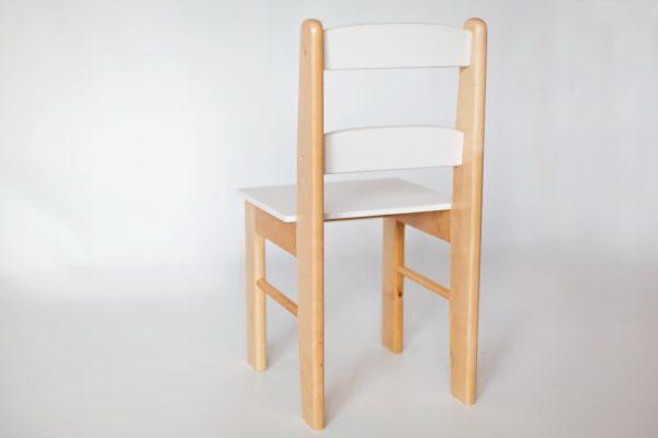 Drewniane krzesełko dla dziecka