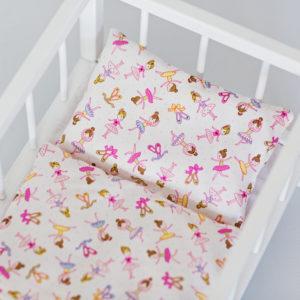 Drewniane łóżeczko dla lalek z pościelą - baletnice
