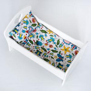 Drewniane łóżeczko dla lalek z pościelą - białe - folk
