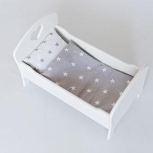 Drewniane łóżeczko dla lalek z pościelą - białe - gwiazdki