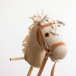 Drewniany koń na kiju Pasio