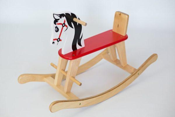 Drewniany konik na biegunach z oparciem Igraszek