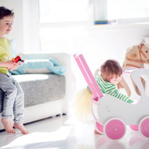 Drewniany wózek dla lalek Retro - biel połączona z pastelowym różem